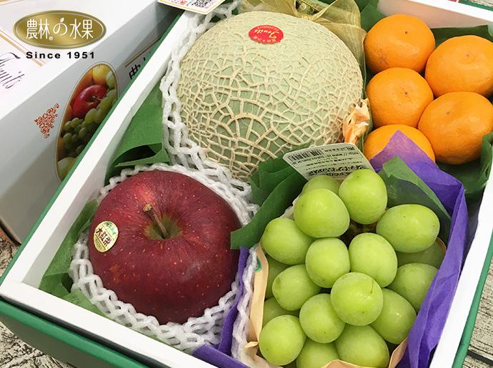 水果礼盒采精品包装,但仍以保护水果为优先,视情况於礼盒内部搭配使用图片